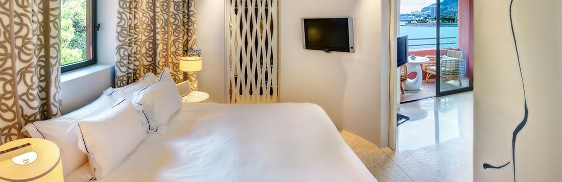 Junior-suite-exclusive-74-SJE-vue-mer-chambre-1100x368-1100x358